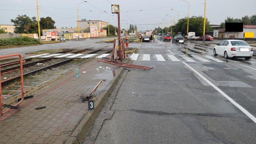 SR Košice polícia zastávka auto šmyk chodec KEX