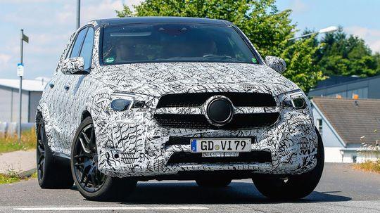 Mercedes Benz: Nové GLE sa samo vyslobodí, keď zapadne