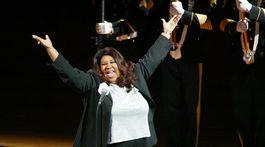 Záber z roku 2004: Speváčka Aretha Franklin spieva národnú americkú hymnu.