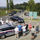 Putin sa cestou k Merkelovej zastavil v Rakúsku, kde na svadbe vyzvŕtal ministerku zahraničia