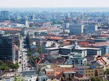 Bratislava, mesto, panoráma, byty, dsomy, pozemky