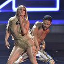 Víťazka ceny Video Vanguard award Jennifer Lopez počas svojho vystúpenia na MTV Video Music Awards 2018.