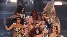Vystúpenie speváka Maluma bolo poriadne vášnivé.