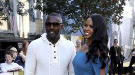 Herec, režisér a dokonca aj dídžej Idris Elba na premiére filmu Yardie so svojou partnerkou Sabrinou Dhowre.