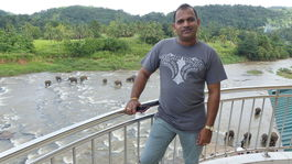 Manoj na balkone hotela v Pinnawale