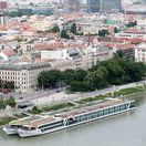 Bratislava, mesto, pohlad, osobny pristav, lode, nabrezie, zeleň