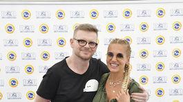 Speváčka Dara Rolins s redaktorom Borisom Pršom.