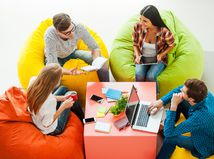 meeting, mladí ľudia, študenti, práca, zamestnanie,
