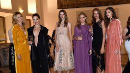 Topmodelky agentúry Elite Model Management: zľava - Karolína Mrozková, Linda Nývltová, Eva Klímková, Erika Palkovičová, Dorota Kullová a Jana Tvrdíková.