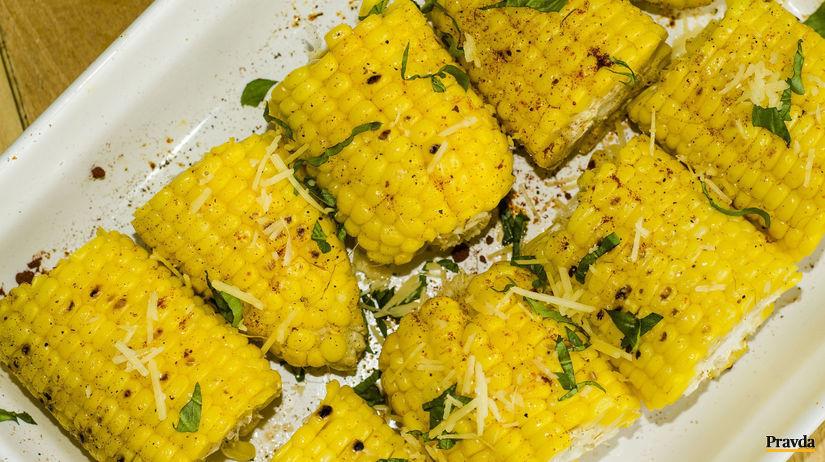 Grilovaná kukurica s bazalkovým maslom