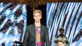 Adam Nikodým, syn známeho moderátora počas finále šou Schwarzkopf Elite Model Look 2018.