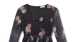 Dámske dlhé šaty s dlhými rukávmi Reserved, predávajú sa za 44,99 eur.
