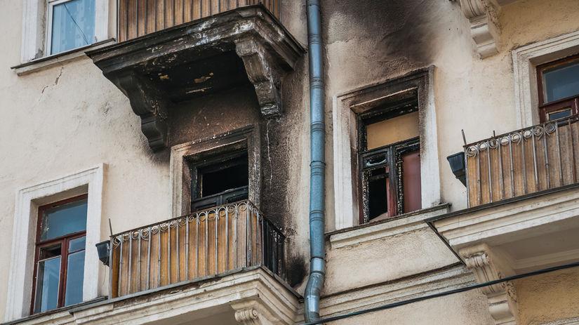 dom, balkón, požiar, fasáda
