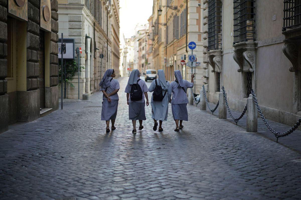 Taliansko, sestričky, rehoľnice, habit, cirkev, viera