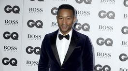 Hudobník John Legend tiež dorazil na vyhlásenie cien GQ.