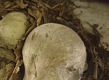Archeológovia našli pri Luxore rozsiahlu hrobku a nepoškodenú múmiu