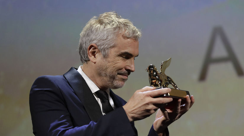 Režisér Alfonso Cuaron drží Zlatého leva -...