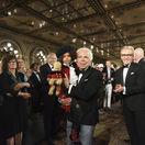 Dizajnér Ralph Lauren v závere prehliadky k 50. výročiu jeho značky.
