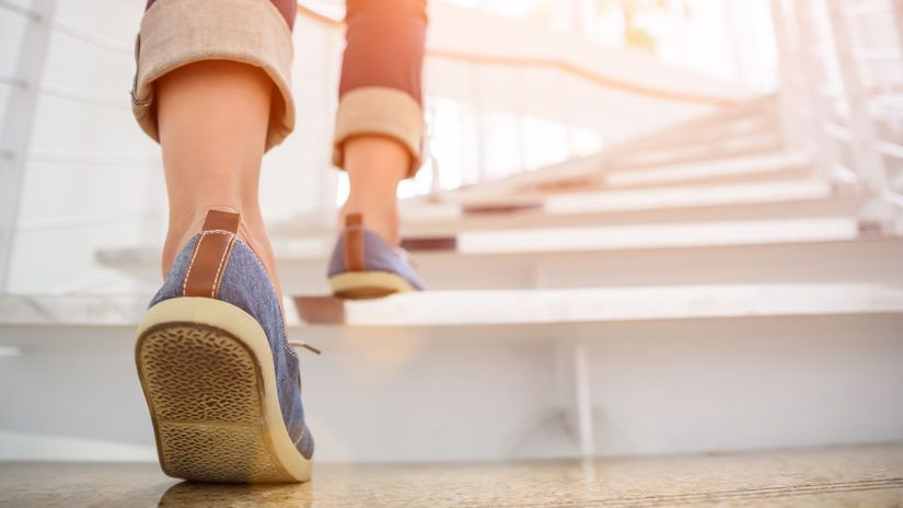 nohy, chôdza, schody