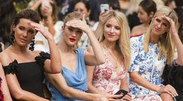 Zľava: Herečka Kate Beckinsale, modelka Rosie Huntington-Whiteley, herečka Dianna Agron a celebrita Nicky Hilton Rothschild na prehliadke Oscar de la Renta.