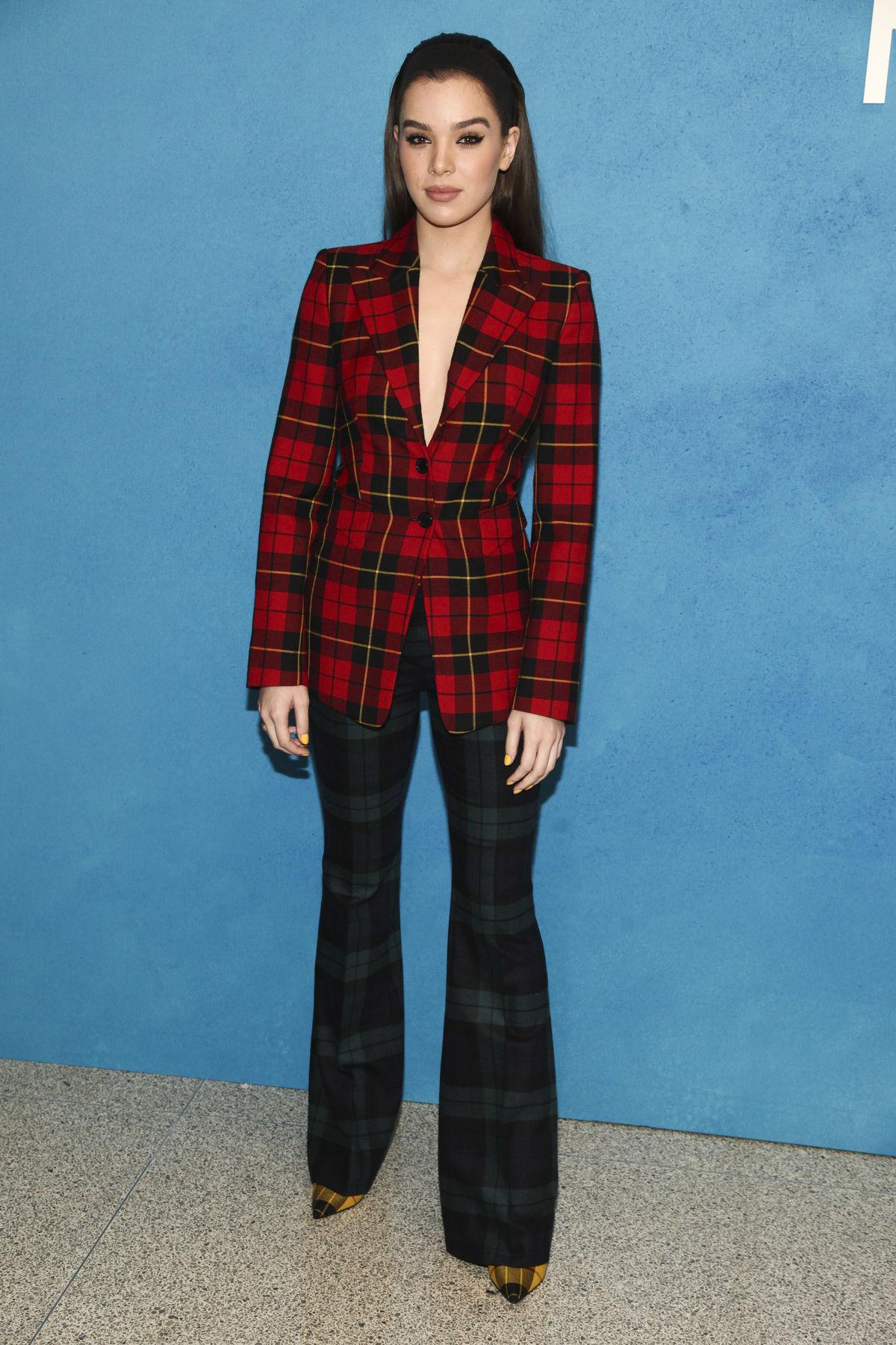 6 slávnych žien a nohavicové kostýmy  Toto sú trendy 91dc010d899