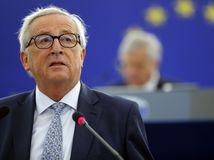 Juncker: Platiť dolármi v rámci Európskej únie je absurdné