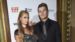 Boháčka Paris Hilton a jej snúbenec Chris Zylka na filmovej premiére v Toronte.