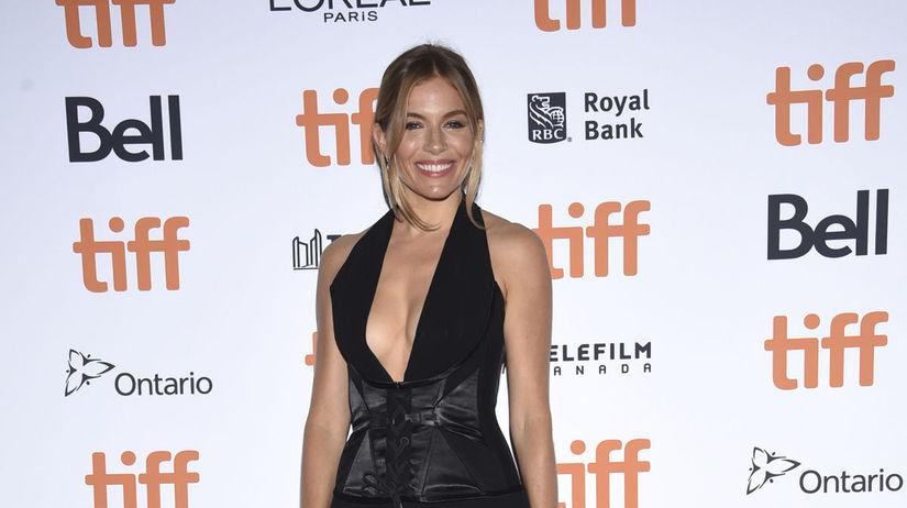 Herečka Sienna Miller na premiére filmu...