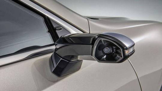 Lexus ES:  Digitálne spätné zrkadlá sú sériovou realitou!