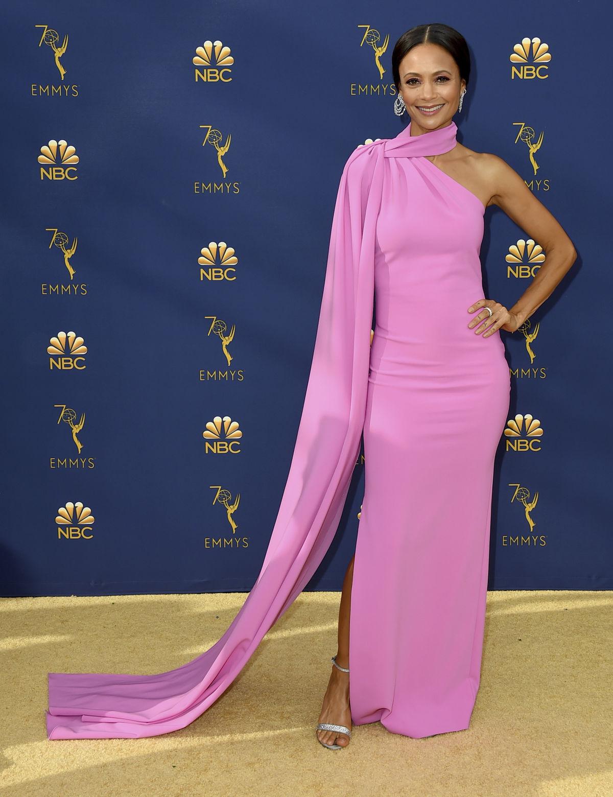 Britská herečka Thandie Newton v kreácii...