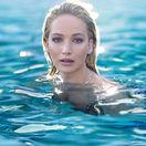 Herečka Jennifer Lawrence sa stala novou tvárou parfumu Joy.