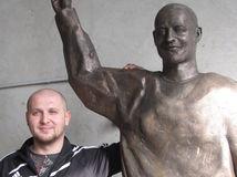 Pavol Demitra, Peter Poliačik, socha,