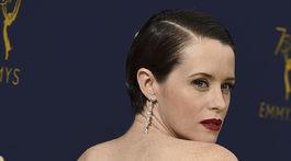 10 najlepších lookov z Emmy - líčenie a vlasy - Claire Foy