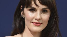 10 najlepších lookov z Emmy - líčenie a vlasy - Michelle Dockery