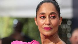 10 najlepších lookov z Emmy - líčenie a vlasy - Tracee Ellis Ross