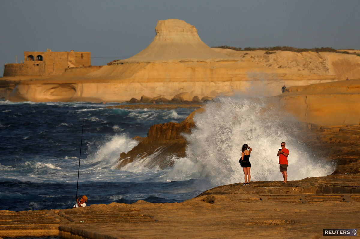 Malta, turisti, more, útesy, ostrov Gozo