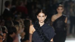 Modelka Kaia Gerber na prehliadke značky Max Mara v Miláne.