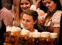 oktoberfest, pivo, čašníčka