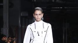 Modelka Kaia Gerber na móle počas prehliadky Off White nechýbala.