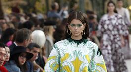 Modelka Kaia Gerber na prehliadke značky Valentino Jar/Leto 2019.