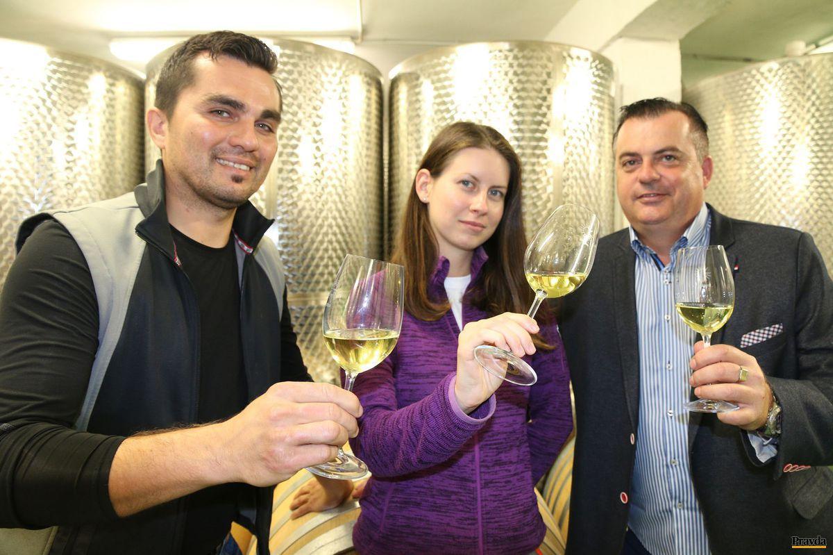 Vinárske trio z Golguzu - Marek Kavár (vľavo), Eva Slížová a Miloš Holík.