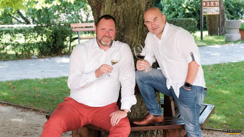 Reprezentanti novej vinárskej vlny Slovenska Peter Stanko (vľavo) a Vladimír Mrva.