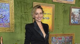 Herečka Emilia Clarke predviedla prvýkrát na oficiálnej akcii svoj krátky účes.