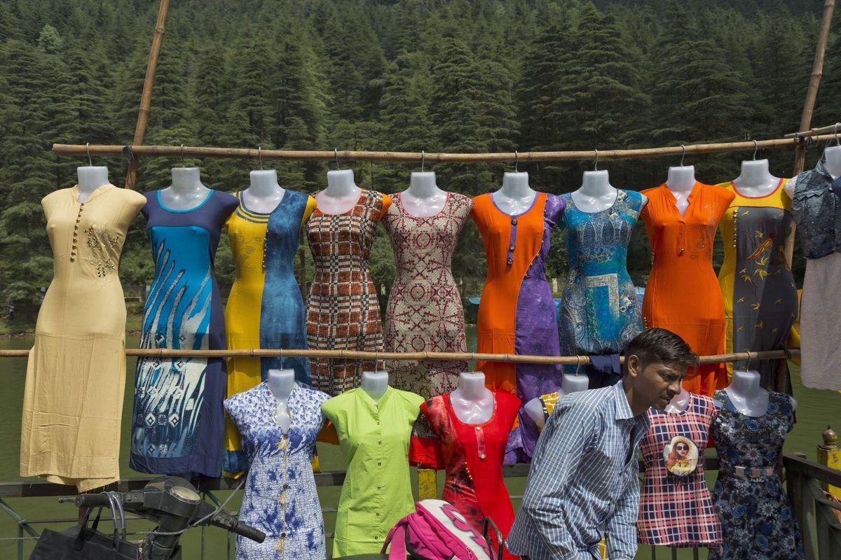 India, predavač, trh, trhovisko, oblečenie, tovar