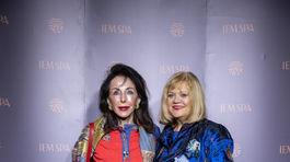 Speváčka Marcela Laiferová (vpravo) prišla aj s kamarátkou.