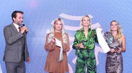 Topmodelka Daniela Peštová (druhá sprava) sa stala ambasádorkou beauty centra, za ktorým stojí Romana Škamlová (vpravo) a Alena Pallová. Krstným otcom bol Vladimír Kobielsky.