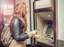 dievča, bankomat, peniaze, účet, kreditná karta, banka
