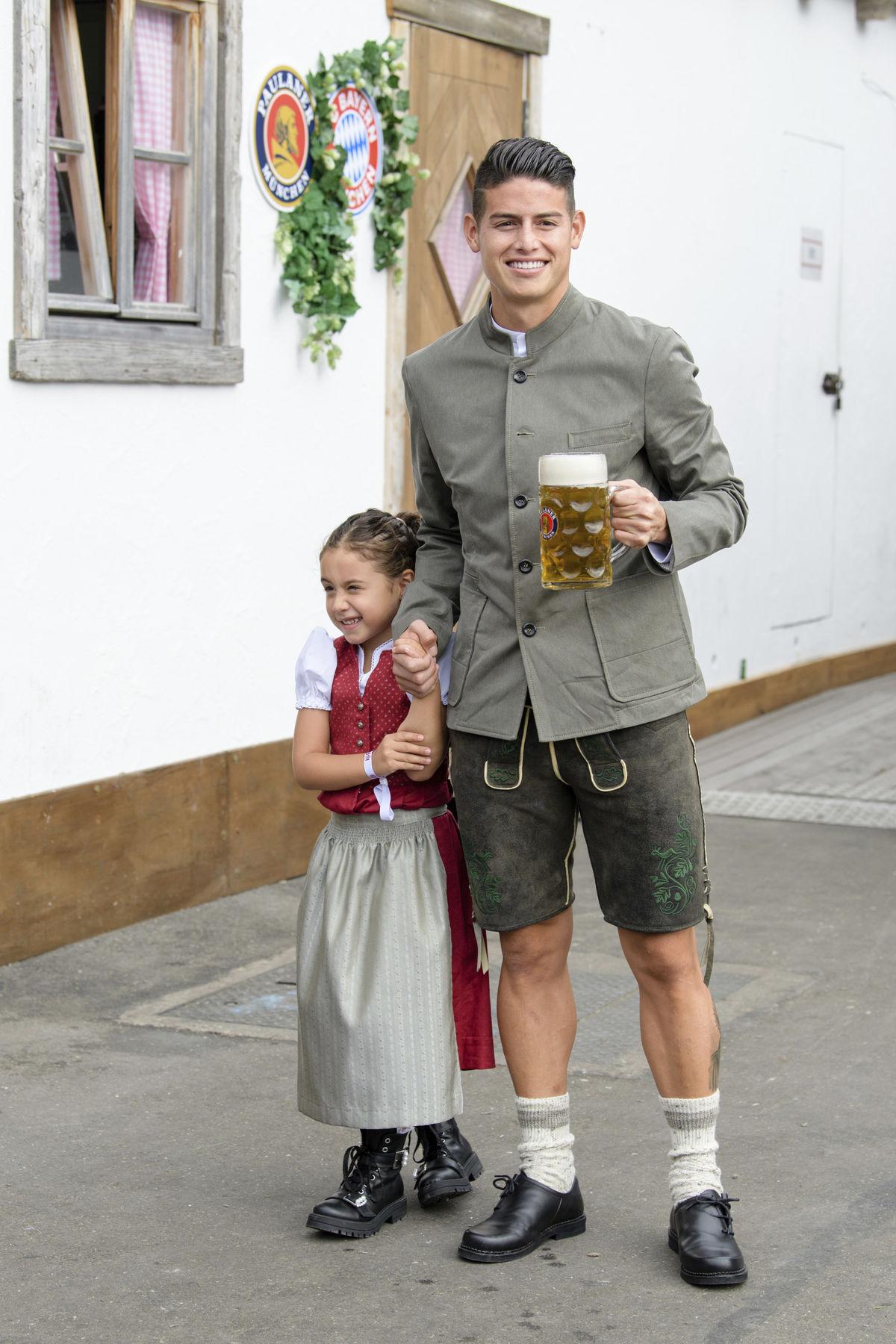 Futbalista James Rodriguez a jeho dcérka Salome...