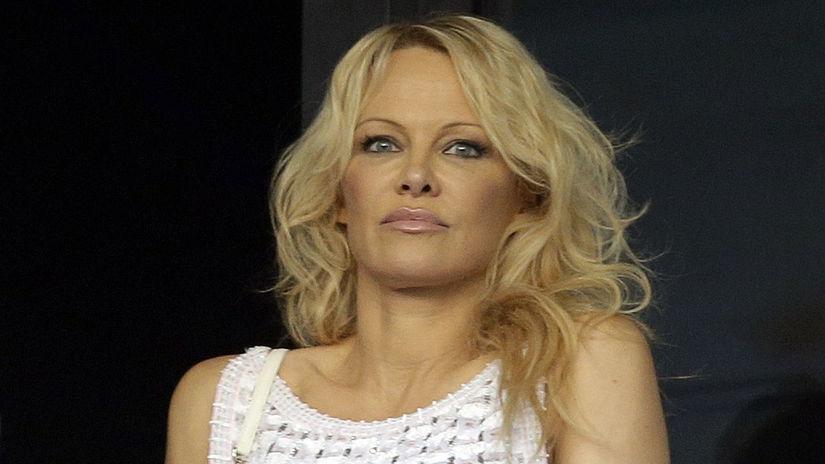 Herečka Pamela Anderson na zápase medzi klubmi...