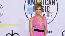 Speváčka Jennifer Lopez v kreácii Georges Chakra Haute Couture.